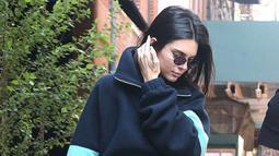Dilansir dari E! News, Kendall saat itu tengah berjalan-jalan dengan Ben Simmons di Beverly Glen Deli, Los Angeles. (okmagazine.com)