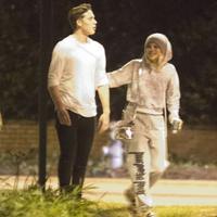 Brooklyn Beckham dan Sofia Richie menghabiskan waktu malam bersama. (via. Dailymail)