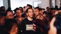 Berikut gaya kasual Jokowi saat datangi konser musik Synchronize Fest di Gambir Expo Kemayoran. (Foto: instagram/synchronizefest)