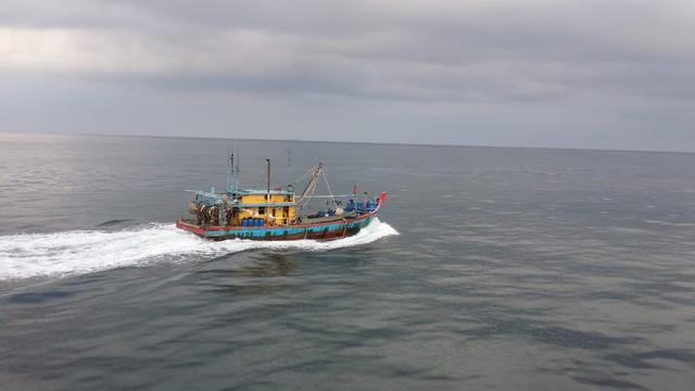 Kapal Pengawas Perikanan (KP) Orca 02 kembali menangkap 1 kapal ikan asing (KIA) Malaysia pada Jumat (21/6/2019). (Dok Kementerian Kelautan dan Perikanan)