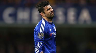 Striker Chelsea, Diego Costa, tampak kecewa gagal mencetak gol ke gawang Bournemouth pada laga Liga Premier Inggris di Stadion Stamford Bridge, Inggris, Sabtu (5/12/2015). Chelsea kalah 0-1. (AFP Photo/Justin Tallis)