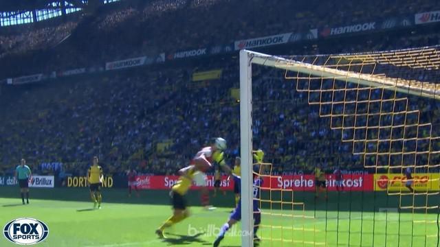 Mainz meraih kemenangan penting 2-1 atas tuan rumah Borussia Dortmund yang sekaligus memastikan mereka bertahan di Bundesliga. Gol...