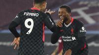 Gelandang Liverpool, Georginio Wijnaldum (kanan) berselebrasi setelah mencetak gol ke gawang West Ham United pada lanjutan pekan ke-21 Liga Inggris 2020/2021 di London Stadium, Minggu (31/1/2021) malam WIB. West Ham dipaksa bertekuk lutut oleh Liverpool dengan skor 1-3. (Clive Rose/Pool via AP)