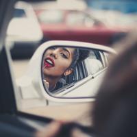 Tanpa disadari ada 6 kesalahan yang kerap dilakukan banyak orang saat mengaplikasikan lipstik. (Photo by Gustavo Spindula on Unsplash)