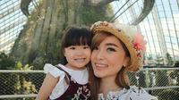 Angel Cherrybelle bersama putrinya, Mirabelle [foto: instagram.com/margareth_angelina]