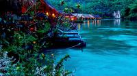 Ingin berlibur di lokasi yang menantang? Anda bisa menginap di beberapa hotel terapung terbaik di Asia Tenggara berikut ini. (Foto: Instagram @riverkwaijunglerafts)