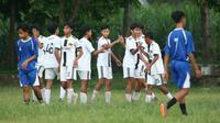 SSB PSAD Brawijaya U14, peserta Kompetisi Liga Mandiri U14 Kediri, yang terpaksa dihentikan akibat Pandemi COVID-19. (Bola.com/Gatot Susetyo)