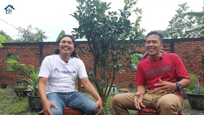 Andri Budianto saat berbincang dengan YouTube Omah Balbalan. (Bola.com/Ario Yosia)