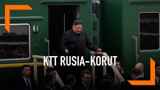 Kim Jong-un beserta rombongan melakukan pertemuan dengan Presiden Rusia Vladimis Putin. Kim datang menaiki kereta lapis baja kebanggaannya.