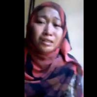 Elisa Poetre Karawang, TKI yang bekerja di Oman ini menyiarkan langsung video tangisannya di Facebook Live. (Foto: YouTube.com)