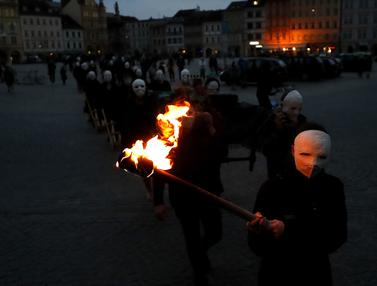 FOTO: Prosesi Paskah Tradisional Kala Pandemi COVID-19 di Republik Ceko