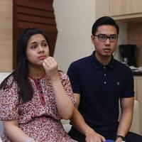 """""""Saya memilih 2 Mei kayaknya lucu, kan bertepatan dengan Hardiknas. Dan juga bertepatan dengan 9 bulan saya dan Nycta menikah,"""" ujar Kinos. (Andy Masela/Bintang.com)"""