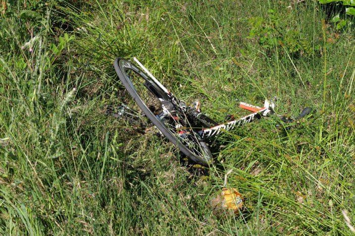 Penampakan sepeda yang ditunggangi Nicky Hayden saat mengalami kecelakaan. (Twitter)