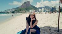 Sebagai artis dan model, Luna Maya memang kerap jalan-jalan ke luar negeri. Sudah banyak negara yang ia kunjungi. Baik itu Eropa hingga benua Amerika sudah ia kunjungi destinasi wisata terbaiknya. (Liputan6.com/IG/@lunamaya)
