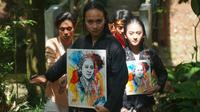 Sejumlah penari yang berasal dari Sanggar Bongkeng Arts Space menggelar aksi menari tujuh jam untuk memperingati Hari Kartini di Taman Hutan Raya (Tahura) Ir Djuanda, Kabupaten Bandung, Rabu (21/4/2021). (Liputan6.com/Huyogo Simbolon)