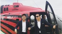 Daniel Mananta dan Boy William turun dari helikopter. (dok.Instagram @helictyindonesia/https://www.instagram.com/p/BfUjcf6hdBF/Henry