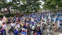 Ribuan buruh di kawasan Tangerang Raya turun ke jalan demo Omnibus Law Cipta Kerja, Kamis (22/10/2020). (Liputan6.com/ Pramita Tristiawati)
