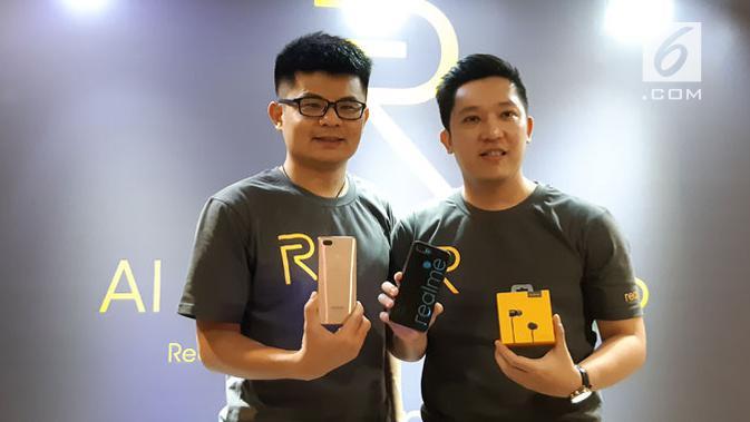 Marketing Director Realme SEA Josef Wang (kiri) dan Product Manager Realme Indonesia Felix Christian. (Liputan6.com/ Agustin Setyo W)#source%3Dgooglier%2Ecom#https%3A%2F%2Fgooglier%2Ecom%2Fpage%2F%2F10000