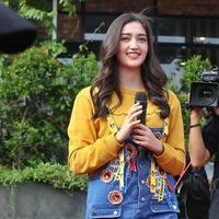 Ranty Maria mengaku kaget dengan antusias para pengemarnya. Lantaran ia sempat ditarik-tarik saat pertama kali datang. (Nurwahyunan/Bintang.com)