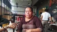 Suryati, warga makassar yang terus berjuang mencari keberadaan putrinya yang hilang (Liputan6.com/ Eka Hakim)
