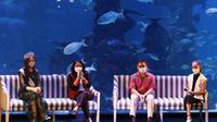 Menteri PPPA Bintang Puspayoga ajak anak-anak belajar di aquarium Jakarta. Foto: KemenPPPA.