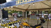 Motor dan jaket Presiden Jokowi mejeng di Anyer (Liputan6.com/Yandhi Deslatama)