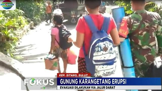 Pemerintah menginstruksikan penduduk Desa Batubulan yang telah terisolasi lava guguran erupsi Gunung Karangetang untuk meninggalkan kampungnya ke lokasi yang lebih aman.