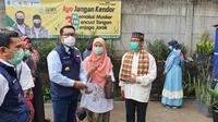 Kadinkes, Novarita saat mendampingi Gubernur Jawa Barat, Ridwan Kamil memantau simulasi vaksin di Puskesmas Tapos. (Foto:Liputan6/Dicky Agung Prihanto)