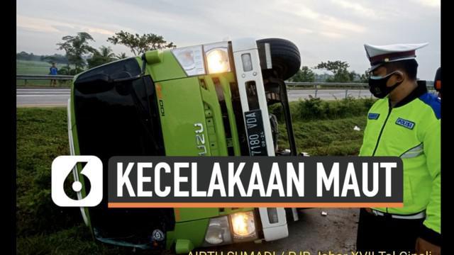 Kecelakaan maut kembali terjadi di jalan Tol Cipali Senin (11/1) pagi. Sedikitnya 4 penumpang tewas dalam Insiden ini.