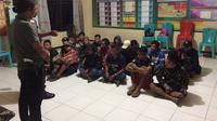 Para calon TKI ilegal itu ditangkap di Jalan Patoka, Dusun Entikong Benuan, Kalimantan Barat. (Liputan6.com/Raden AMP)