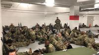 Viral pasukan Garda Nasional AS tidur di parkiran. Dok: Senator Tim Scott (@senatortimscott)