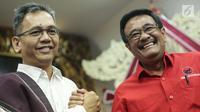 Pasangan calon gubernur Sumatera Utara Djarot Saiful Hidayat dan wakilnya Sihar Sitorus tersenyum saat pengumuman cagub-cawagub PDIP di kantor DPP PDIP Lenteng Agung, Jakarta, Minggu (7/1). (Liputan6.com/Faizal Fanani)