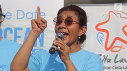 Menteri KKP, Susi Pudjiastuti saat meresmikan 'Pandu Laut Nusantara', Jakarta, Minggu (15/7). Susi mengatakan, gerakan ini akan membuat semacam jambore, pendidikan berenang, menyelam, merawat, menjaga, dan mencintai laut. (Liputan6.com/Arya Manggala)