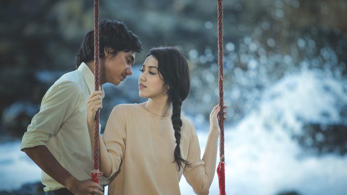 5 Alasan Kamu Bakal Baper Saat Nonton Film Hujan Bulan ...