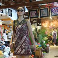 Batik Lasem rancangan Patricia Andriani (Fimela.com/Anisha Saktian Putri)