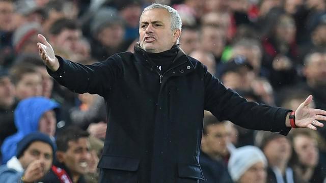 Manchester United (MU) telah memecat Jose Mourinho sebagai manajer Setan Merah, sebutan MU. Pemecatan Mourinho dilakukan manajemen MU setelah tim menelan kekalahan dari Liverpool.