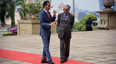 Keakraban Jokowi dan PM Mahathir di Malaysia