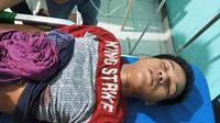 Tersangka kasus pembunuhan Mahasiswi Bengkulu yang mencoba bunuh diri sebelum diserahkan kepada polisi. (Liputan6.com/Yuliardi Hardjo)