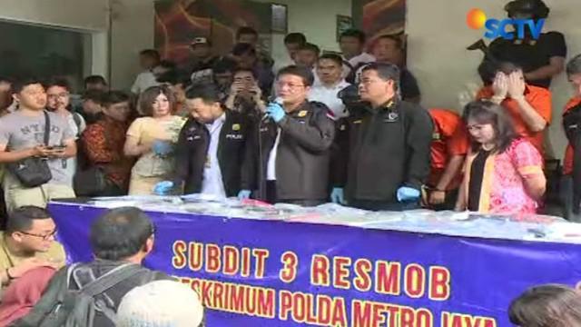 Lima pelaku kejahatan ini adalah tiga laki-laki warga negara asing asal Romania, satu laki-laki WNA asal Hungaria, dan satu wanita asal Bandung, Jawa Barat.