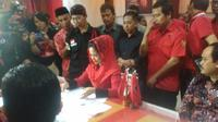 Puti Guntur mendaftarkan diri sebagai bakal calon gubernur yang diusung PDIP dalam Pilkada Jabar 2018. (Istimewa)