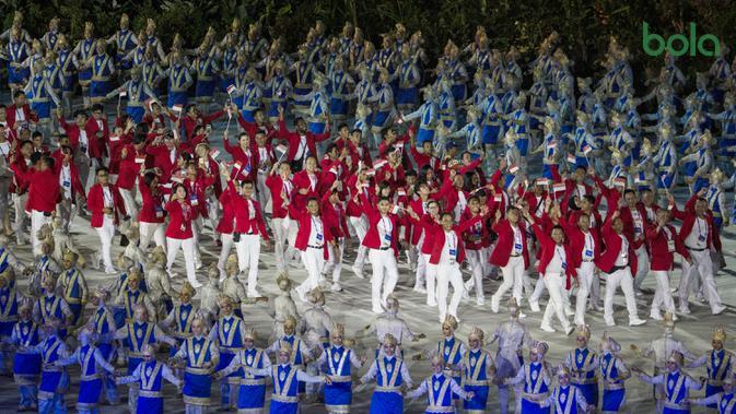 Kontingen Indonesia saat upacara pembukaan Asian Games di SUGBK, Jakarta, Sabtu, (18/8/2018).  Indonesia mengikutsertakan total 938 atlet, 365 ofisial dalam Asian Games 2018. (Bola.com/Vitalis Yogi Trisna)