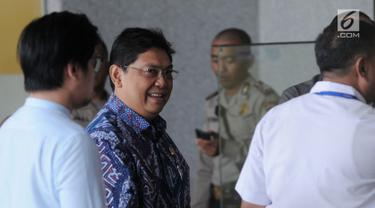 Wakil Ketua DPR Utut Adianto bersiap menjalani pemeriksaan di Gedung KPK, Jakarta, Selasa (18/9). Utut diperiksa sebagai saksi untuk tersangka Bupati nonaktif Purbalingga Tasdi. (Merdeka.com/Dwi Narwoko)