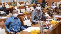 Menteri Perdagangan Muhammad Lutfi (tengah) bersama Kepala Badan Koordinasi Penanaman Modal (BKPM) Bahlil Lahadalia (kiri) dan Wakil Mendag Jerry Sambuaga hadir pada rapat kerja di ruang rapat Komisi VI DPR RI, kompleks parlemen, Jakarta, Rabu (3/2/2021).  (Liputan6.com/Angga Yuniar)