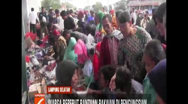 Ribuan pengungsi ini sebagian besar dari Pulau Sebesi dan Sebukuk yang lokasinya paling dekat dengan Gunung Anak Krakatau.
