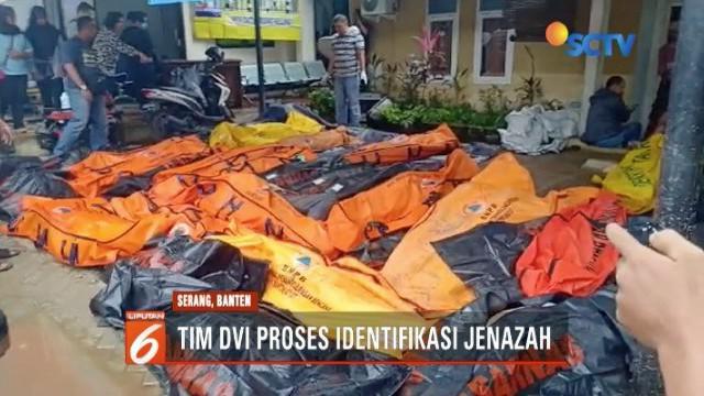 Tim DVI Polda Banten dan Polres Pandeglang lakukan identifikasi jenazah korban tsunami di Puskesmas Carita.