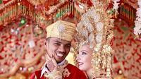 Potret pernikahan pemuda asal Padang dan perempuan asal Prancis (Dok.Instagram/@@clem_travel_minang/https://www.instagram.com/p/B0fM22yJ3ha/Komarudin)