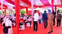 Presiden Joko Widodo atau Jokowi mengapresiasi program vaksinasi Covid-19 door to door atau dari rumah ke rumah yang dilakukan Badan Intelijen Negara (BIN).