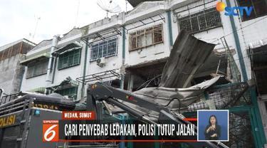 Ledakan terjadi di sebuah sentra oleh-oleh Medan di Jalan Kruing. Polisi menduga ledakan terjadi akibat kebocoran gas dari salah satu toko.
