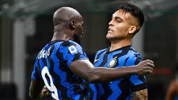 Inter Milan sukses melumat AC Milan pada laga bertajuk derbi della Madonnina pada Minggu (21/2/2021). (AFP/Marco Bertorello)