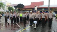 Personel kepolisian bersiaga menyusul adanya ancaman serangan teroris. (Liputan6.com/M Syukur)